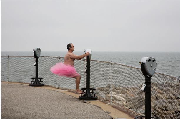 Viaja por Estados Unidos vestido de bailarina para alegrar a su esposa enferma