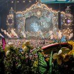 En Tomorrowland la música empieza desde la invitación